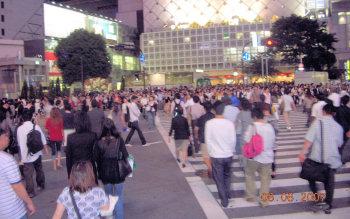 يعتبر حي (شي بو يا) من أزحم المناطق في اليابان ولعله في العالم!